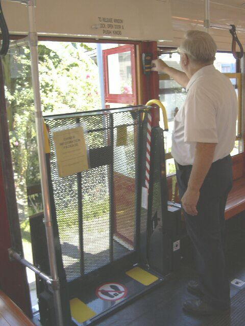 New Orleans streetcar lift